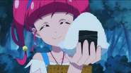 STPC2.14-Hikaru ofreciendo un Onigiri a Lala