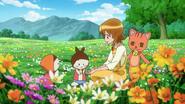 Yuko dandole Honey candy a las muñecas