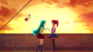 Hime tambien le dice, que se siente muy feliz por ser una Pretty Cure junto con ella.