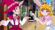 Mirai y Riko intentan disimular la magia