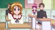 Yoko y Megumi apoyandola