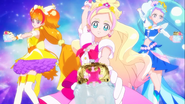 Las Pretty Cure insertando las Elegant Dress up key