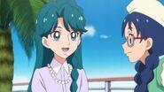22. Yui platicando con Minami