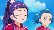 40. Riko junto a Jun observando a Mirai y las demas