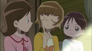 Las chicas le preguntan a Itsuki cosas de su vida personal