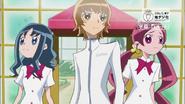 Tsubomi, Erika e Itsuki salen a buscar a Potpourri