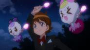 Glasan, Seiji y Ribbon usando las luces