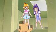 Mofurun le avisa a Mirai y a Riko
