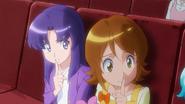 Yuko e Iona callando a Hime y Megumi