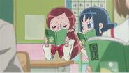 Erika hablando con Tsubomi en clase