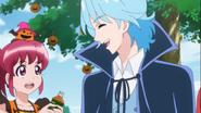 Megumi le da la bebida a Blue