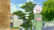 Mitsuya decide esperar fuera de la casa