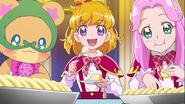 Mirai, Kotoha y Mofurun comiendo en la fiesta