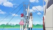 Mami explica a Megumi su cohete