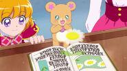 01. Mofurun junto a Mirai leyendo un misterioso libro