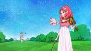 Towa a punto de tocar el violin con Kanata