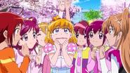 Las lideres y Akane rodeando a Mirai