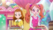 Ichika y Himari ofreciendo los pastelillos de cerezo de Mofurun