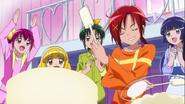 Akane decorando el pastel Yay!Yay!Yay!