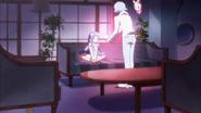 Blue, entregandole el cristal a Hime