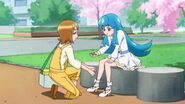 Hime recibiendo el dulce de yuko