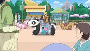 Hayato sobre el carrito de Panda