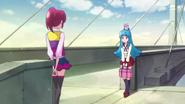 Hime preguntandole a Megumi por que le gusta ayudar tanto a la gente