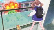 Hinata ve la explosión causada por el Megabyougen