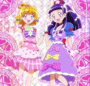 Mirai y Liko con ropa de festival