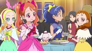 Ichika, Himari, Aoi, Pecorin y Ciel en la fiesta de los pasteleros