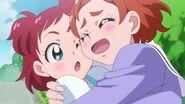 Haruka abrazando a su hermana
