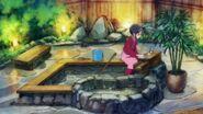 Chiyu y Pegitan limpiando las aguas termales de mascotas