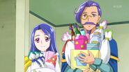 Liz y Lian con regalos para Riko