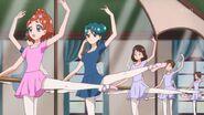 20. Haruka y Minami en la clase de Ballet