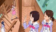 Haruka saludando