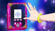 Diamond gira su mano sobre la tableta
