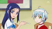 Rikka dondole comida a Ira