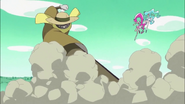Blossom y Marine enfrentando al Desertrian Espantapájaro