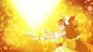 El palacio lanza una luz amarilla