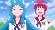 Megumi diciendole que esta bien, porque es genial ayudar a los demas