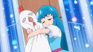 Hime abrazando a un muñeco