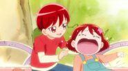 Akira calmando a Miku