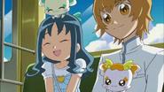 Erika le pregunta a Kaoruko sobre su antiguo apellido en la escuela media