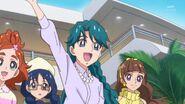 24. Minami saludando a Tina