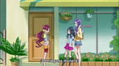 Tsubomi siendo invitada a salir con Erika y Momoka