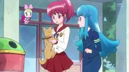 Megumi y Hime preocupadas por el perrito