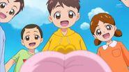70.Los niños admirando a Pafu