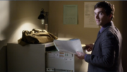 4x18 Ezra steals file
