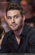 Ryan-guzman-stars-step-revolution-kathryn-i2yEsE