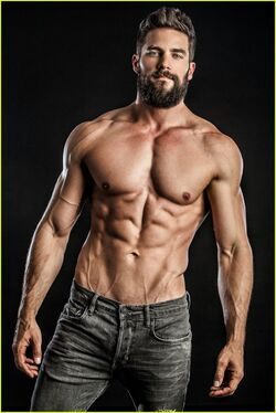 Brant-daugherty-shirtless-photo-shoot-09